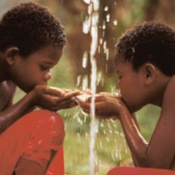 Boys drinking water Africa2
